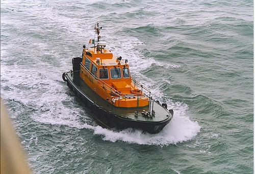 Pilot boat in action