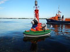 Friedrichsort und Tonne 10 (Der kleine Erich Topp) Tags: dragon leer wwii hamburg lifeboat michel hafen ostsee baltischesee kiel eckernfrde travemnde rnli atlantik lorient emden uboot laboe kielerfrde dkm adelheid mltenort u995 karldnitz dgzrs unterseeboot rnlb germansubmarine seenotretter ubootwaffe u552 erichtopp tedje peterpetersen onkelwolf ubootbasis amblelifeboat wikingerfahrtenmitdemrotenteufelboot ufang 7cunterseeboot uadelheid wurmflitzer waveneylifeboat harritardsen masterofthebalticsea krt2