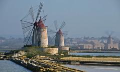 Windmühlen / Windmills (schreibtnix on'n off) Tags: italien blue sea sky italy travelling windmill coast reisen meer europa europe horizon himmel bank sicily blau ufer horizont mediterraneansea küste windmühle sizilien mittelmeer olympuse5 schreibtnix