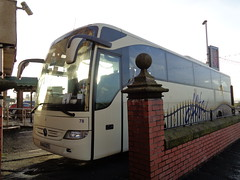 BU13ZTY Alfa 78 tucked in tightly at the Queens Hotel in Blackpool (j.a.sanderson) Tags: bu13zty alfa 78 tucked tightly queens hotel blackpool coach coaches alfaofeuxton fleet number mercedesbenztourismo registered new