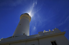 Macquarie Lighthouse : From close . . . (Clement Tang **bbbusy**) Tags: newsouthwales nsw backlit summermorning bluesky whiteclouds travel landscape concordians nationalgeographic australia building macquarielighthouse southheadupperlight vaucluse scenicsnotjustlandscapes cylindricaltower