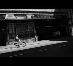 Born to Be Alive (EddyB) Tags: eddyb fuji fujinon xt1 xf1855f284mm europa europe cataluña catalunya catalonia barcelona barcelone blackandwhite blancoynegro bw factorhumano humanfactor bicicleta bicycle diagonal puntodefuga vanish