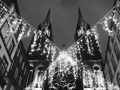 Across the church (Ren-s) Tags: church église cathedrale cathedral clermontferrand auvergne france europe noiretblanc blackandwhite cables ropes corde illumination noêl xmas christmas winter night city nuit ville centreville town towncenter buildings architecture batiments windows fenêtres vitraux stainedglasswindow cross croix angle triangle extérieur outdoor outside clocher belltower
