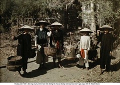 42-25183914 (ngao5) Tags: 1930sstyle asia autochrome barefoot basket clothing daytime frontview fulllength hat headgear indochina market oldfashioned outdoors plants road southeastasia traditionalclothing trees tropics unpavedroad vietnam