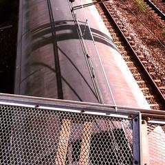 096/365 #365DaysChallenge Sur le pont, regarder passer le train... (melina1965) Tags: avril april 2017 îledefrance alfortville valdemarne maisonsalfort 365dayschallenge instagramapp square squareformat iphoneography