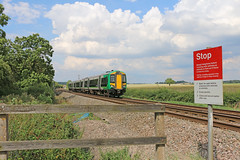 Bearley foot crossing (Andrew Edkins) Tags: uk england canon stop warwickshire warningsign passengertrain multipleunit footcrossing londonmidland class172 172345 bearleyjunction