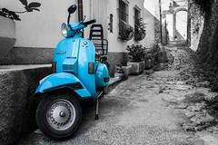 Per i vicoli di Montemarcello (smenega) Tags: italy italia vespa blu borgo motorino vicoli laspezia montemarcello iborghipibelliditalia