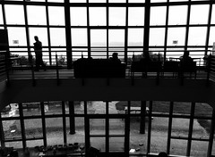 Sabhal Mr Ostaig (Rhisiart Hincks) Tags: blackandwhite bw blancoynegro silhouette architecture scotland isleofskye alba escocia schottland blancinegre silhueta blancetnoir cosse skotlanti duagwyn eskozia arkitektura yralban broskos silueto cysgodlun zuribeltz feketefehr esccia anteileansgitheanach dubhagusbn gwennhadu sziluett albain siyahvebeyaz koterana zilueta  juodairbalta schwarzundweis kotija  ernabl mustajavalkoinen siluet  ailtireachd crnoibelo pennserneth melnsunbalts silwt scoia negruialb dubhagusgeal adeiladouriezh ledskeud  rnoinbelo zwartenwit