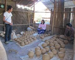 "Pindaya: la fabrique de poteries <a style=""margin-left:10px; font-size:0.8em;"" href=""http://www.flickr.com/photos/127723101@N04/23116464649/"" target=""_blank"">@flickr</a>"
