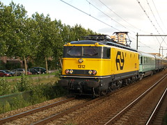 NSM 1312 te Houten 8 augustus 2008 (Remco van den Bosch 72) Tags: railroad netherlands station train plane transport nederland eisenbahn railway bahnhof railwaystation rails locomotive bahn trainspotting trein spoor houten spoorwegen nsm passengertrain spoorwegmuseum locomotief pland elok 1312 eloc passagiers rijtuigen planw reizigerstrein treinspotten electrischelocomotief nsc6703 nsab7709 nsb4118
