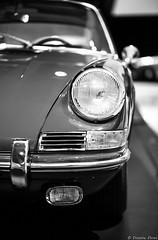 Musée Porsche, Stuttgart, Allemagne (Etienne Ehret) Tags: muséeporschestuttgart musée porsche stuttgart allemagne deutschland auto wagen detail noir noirblanc blanc bw black white canon 5d mark iii sigma 35mm f14 art