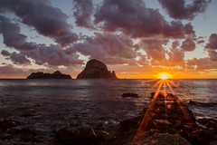 Es Vedrà (Porschista) Tags: caladhort santantonideportmany eivissa ibiza sunset puestadesol postadesol esvedrà isla island illa baleares balears sun sol