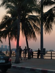 Sunset in Pattaya (ashabot) Tags: thailand pattaya sunset beachtowns silhouette twilight lightandshadow beach
