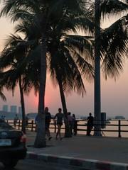 Sunset in Pattaya (ashabot) Tags: thailand pattaya sunset beachtowns silhouette twilight lightandshadow beach