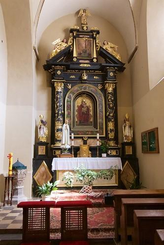 Ołtarz w kaplicy południowej kościoła Wniebowzięcia NMP i św. Stanisława BM w Bodzentynie