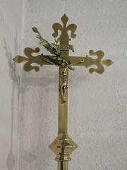 Tilburg, Vredeskerk  Processiekruis (Arthur-A) Tags: church netherlands catholic cross nederland kirche tilburg kerk brabant eglise croix noordbrabant kruis kreutz katholiek vredeskerk processiekruis processioncrucifix