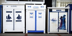 13 (roberke) Tags: france painting blauw doors outdoor frankrijk nordpasdecalais drie wimereux frontaal opaalkust strandcabines