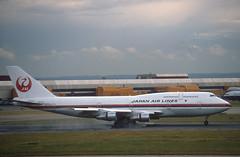 Japan Air Lines 747 'N213JL' (Longreach - Jonathan McDonnell) Tags: 1988 scan boeing 1980s boeing747 747 jal japanairlines londonheathrow egll nikoncoolscanved 747300 scanfromaslide n213jl