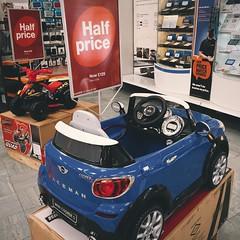 รถยนตร์มินิคูเปอร์ลดครึ่งราคา น่าถอยกลับไปขับแว้นที่บ้าน #minicooper #halford #hull #uk #unitedkingdom #vscocam