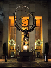 \_()_/ (Eddie C3) Tags: newyorkcity sculpture statue manhattan rockefellercenter atlas artdeco fifthavenue leelawrie