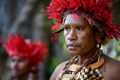 Dancers getting ready at Mt Hagen festival (puuuuuuuuce) Tags: dancers papuanewguinea mthagenshow