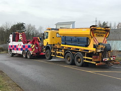 Volvo FH13 Front Suspending Road Gritter 1 (JAMES2039) Tags: volvo tow towtruck truck lorry wrecker heavy underlift heavyunderlift 6wheeler frontsuspend scania cardiff rescue breakdown ask askrecovery recovery fh13 pn09juc pn09 juc gritter roadgritter salt spreader 340