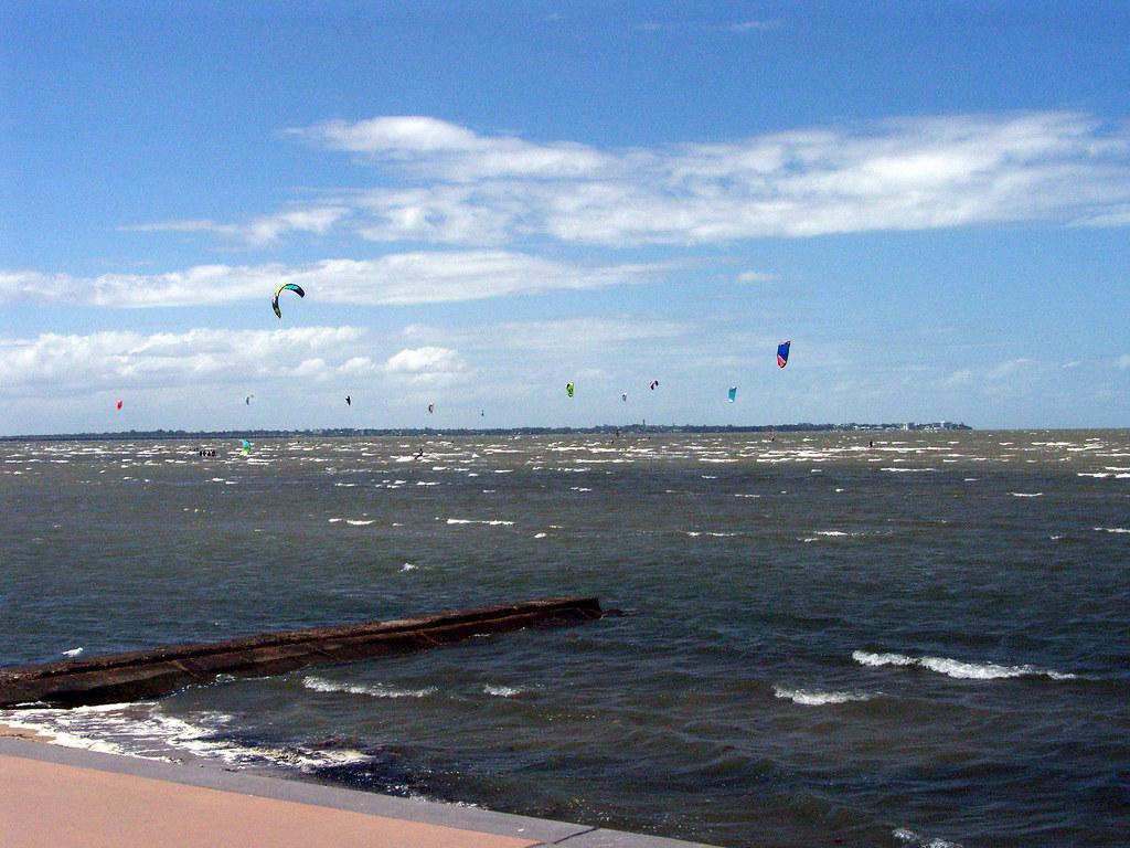 Q876 Kite Surfing, Sandgate foreshore Summer