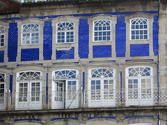 IMG_2139 (marinetteromico) Tags: façade bleue carreaux faïence tradition alignement guimaraes portugal