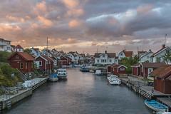 DSC_9119_1280 (Vrakpundare) Tags: seascape clouds landscape boats canal sweden huts sverige kanal fishingvillage bohuslän grundsund västkusten skagerak sjöbodar henryblom vrakpundare
