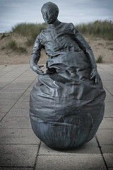 Talking Point (aaronlambert1982) Tags: sculpture art bronze coast nikon southshields littlehaven weebles conversationpiece tynewear tyneandwear southtyneside juanmuñoz offcameraflash strobist d7100 nikond7100