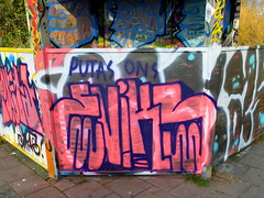 Graffiti Capelsebrug (oerendhard1) Tags: urban streetart art graffiti rotterdam tags ups vandalism ons throw putas