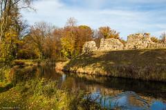 Pietersheim (Walk 3680) Tags: autumn castle automne belgium belgique herbst herfst belgië maas chateau limburg lanaken kasteel belgien pietersheim vlaanderen maasland wandelingen waterburcht maasvallei nationaalparkhogekempen grensmaas rlkm regionaallandschapkempenenmaasland kasteelpietersheim