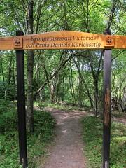 The love trail (Bosc d'Anjou) Tags: sweden stockholm wwf threatenedspecies royalfamily princedaniel lovetrail djurgården crownprincessvictoria