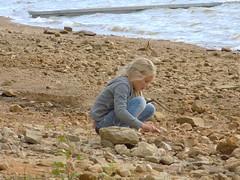 Innocence (Laura_Schmidt) Tags: lake water girl rock vent nikon eau child wind pierre lac wave coolpix vague enfant fille jeu cailloux l340
