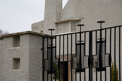 The Hill House (itmpa) Tags: thehillhouse hillhouse colquhounstreetupper charlesrenniemackintosh mackintosh 190204 1904 1900s house listed categorya nationaltrustforscotland nts visitorattraction closed domestic ironwork gates entrance gateway helensburgh argyll scotland tomparnell archhist itmpa canon 6d canon6d