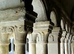 Abbaye Notre-Dame de Sénanque,  Cloister (shadow_in_the_water) Tags: abbayedesénanque abbayenotredamedesénanque cistercianabbey arch romanesque cloître cloister capitals provence france columns