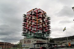Örnsköldsvik Sverige (crusaderstgeorge) Tags: crusaderstgeorge colourful housing sweden sverige höghus ting1 örnsköldsvik courthouse tingsrätt