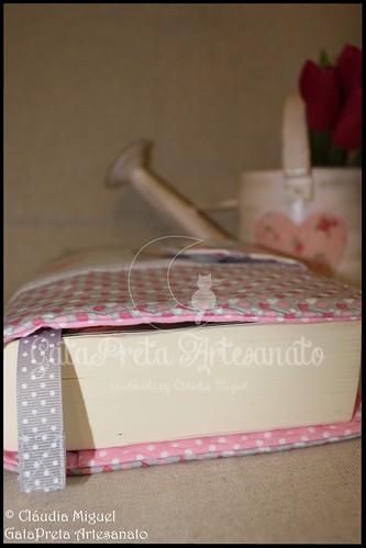 "Capa de livros ""Petit Coeur"""