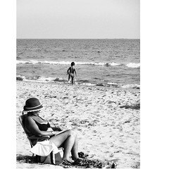 """another one from """"Sì,sì, lì"""" project outtakes (lifeinapixel) Tags: beach sìsìlì sea streetphotography streetphoto street waves summer sicily"""