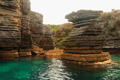 The Pancake Stack (Darren Schiller) Tags: jervisbay rockformation sandstone sea ocean seascape newsouthwales rocks landscape water