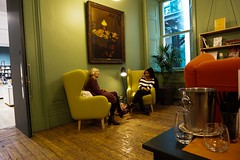 The conversation (Snipsnapper. May i thank anyone who takes the time) Tags: friends talking manchester manchesterartgallery meeting room retro art conversation friendly chat chatting ladies women chair chairs easychair flckr