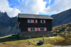 Capanna di Cava (2066m) e laghi di Cava (2051 e 2107m) (Photo by Lele) Tags: ticino fat alpina via val di alpini svizzera sentiero acqua autunno riflessi cava alpe capanna laghi laghetti pontirone