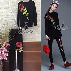 690฿#ส่งฟรีลงทะเบียนส่งemsเพิ่ม20บาทจ้า  🍭 Korea Design By Lavida slice off the shoulder sweater  skirt Roman set🍭  เซตเสื้อ+กางเกง ดีไซน์ปักดอกกุหลาบดอกใหญ่สีแดงโดดเด่นมาก ทั้งตัวเสื้อและกางเกง ผ้าPolyester100% ผ้าเนื้อดีมีน้ำหนักใส่ได้