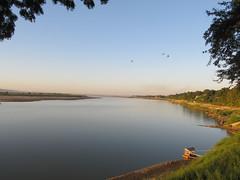 "New Bagan: coucher de soleil sur le fleuve Irrawaddy <a style=""margin-left:10px; font-size:0.8em;"" href=""http://www.flickr.com/photos/127723101@N04/22650780933/"" target=""_blank"">@flickr</a>"