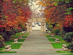 (Alin B.) Tags: park city autumn art history fall architecture rusty romania toamna brancusi parc romanian kissinggate tgjiu poartasarutului thegateofthekiss alinbrotea