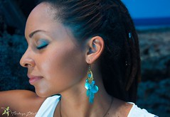 Calypso (TortugaPhoto) Tags: sea portrait mer femme bijoux bleu earrings jewels calypso nacre boucles ocan doreille