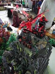 IMG_8059 (LUG Festibriques) Tags: montagne dragon lego exposition fantasy nancy hotdogs caverne fantastique 2015 scoubidou festibriques ludibriques