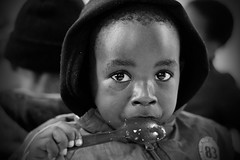 bimbo cucchiaio (riccardo_hoenner) Tags: portrait people children southafrica persona peoples persone childrens bimbo ritratto bianconero occhioni bimba bimbi cucchiaio sudafrica blackwithe bimbe