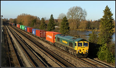 66556, Hinksey (Jason 87030) Tags: freightliner cargo containers boxes oxford hinksey november canon eos 2012 50d gallery footbrifge liner shed class66 4027 66556 garston uk england railways train transport