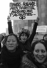 _DSF8641 (sergedignazio) Tags: france paris trocadéro tour eiffel street photography photographie rue fuji xpro2 manifestation rassemblement fenmen jacqueline sauvage justice prison